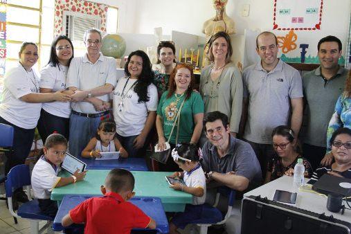 Escola municipal ribeirinha recebe kit tecnológico do projeto Aula Digital
